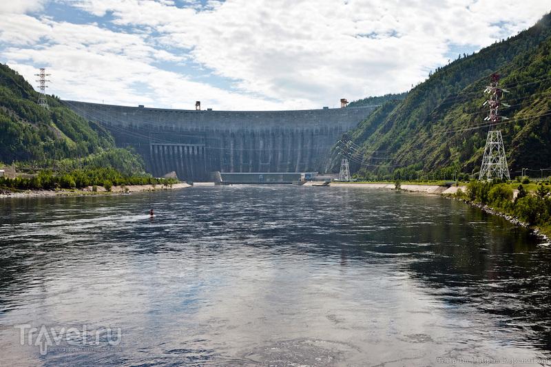 Саяно-Шушенская гидроэлектростанция и Река Енисей, Россия / Фото из России
