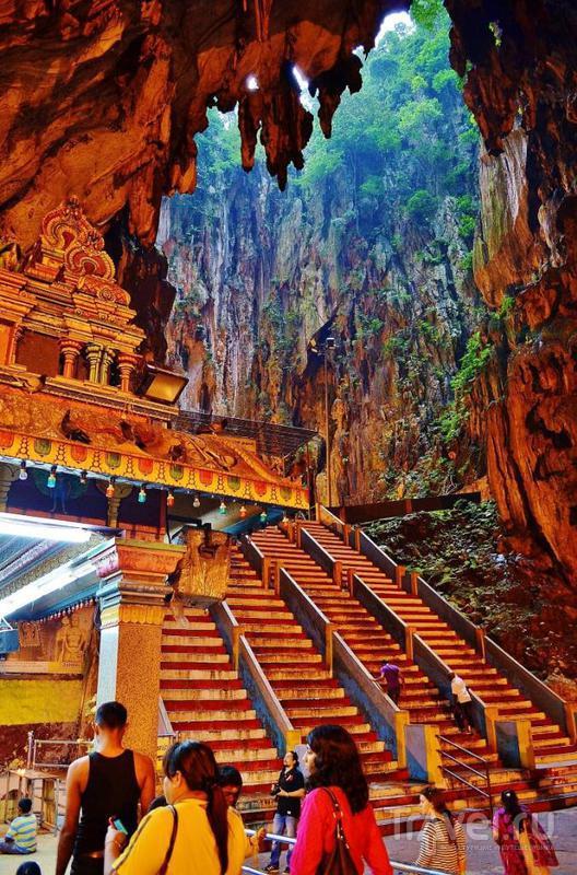 В пещерах Бату, Малайзия / Фото из Малайзии