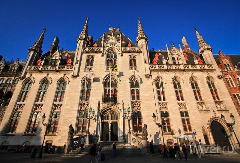 Здание Суда на главной площади Гроте Маркт в Брюгге, Бельгия / Фото из Бельгии