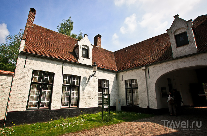 Королевский двор бегинок в Брюгге, Бельгия / Фото из Бельгии