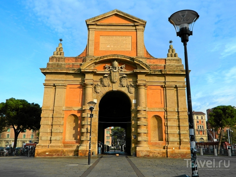 Ворота Porta Galliera в Болонье, Италия / Фото из Италии
