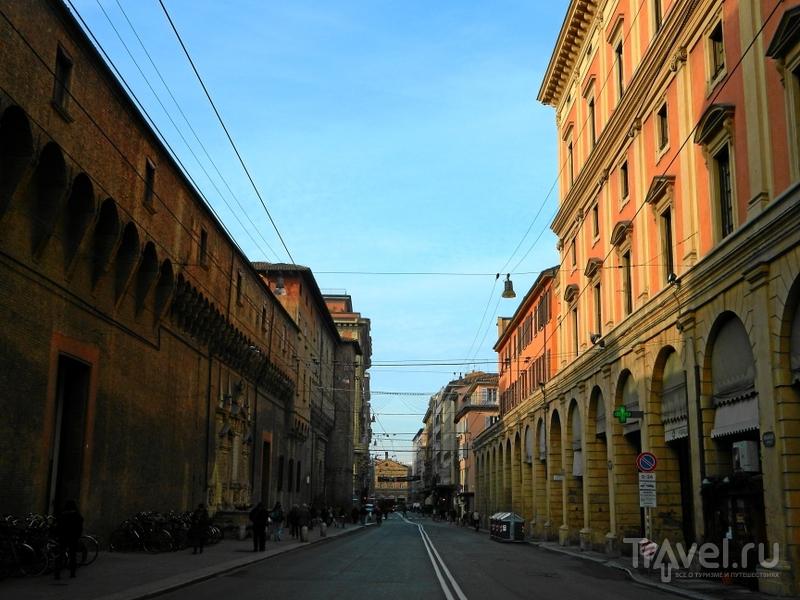 Улица Via Ugo Bassi в Болонье, Италия / Фото из Италии
