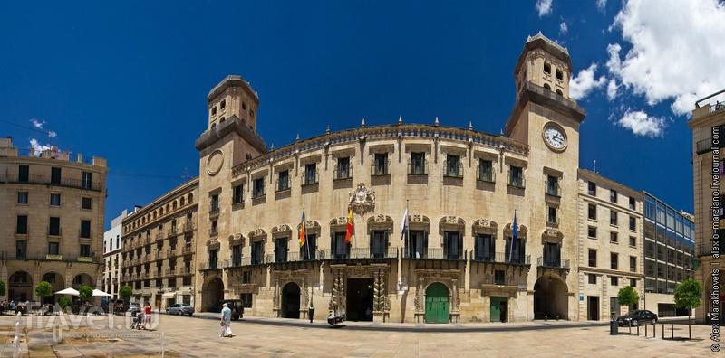 Plaza del Ayuntamiento в Аликанте, Испания / Фото из Испании