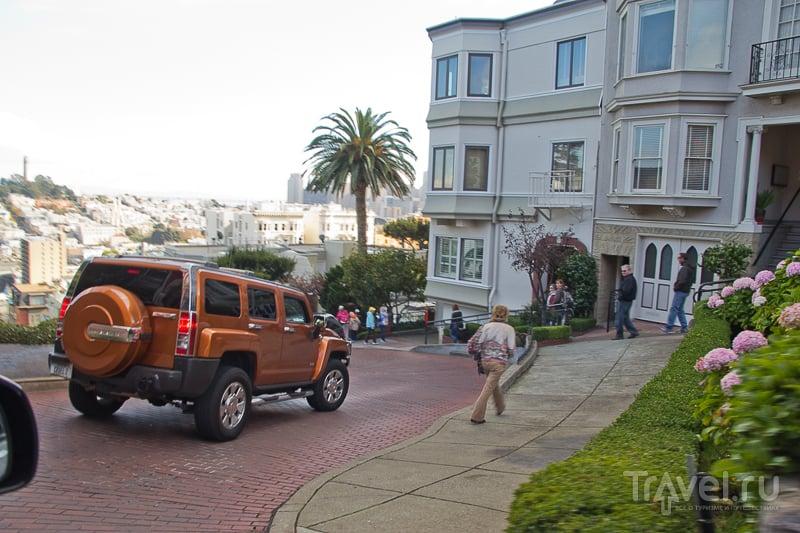 На улице Lombardi Street в Сан-Франциско, США / Фото из США