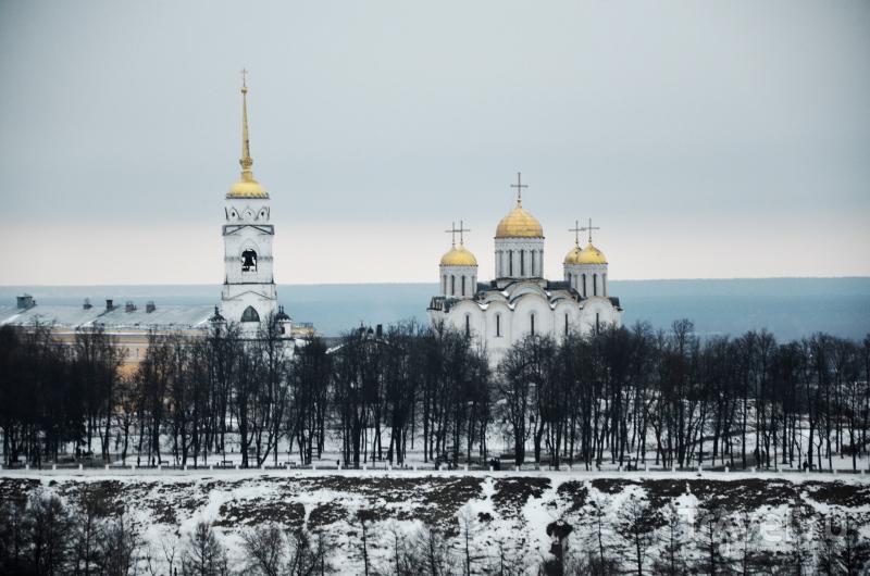 Вид на Успенский собор со смотровой площадки водонапорной башни во Владимире / Фото из России
