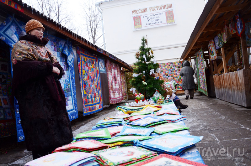 В Суздали можно купить оригинальные вещи ручной работы - например, разноцветные лоскутные одеяла / Фото из России