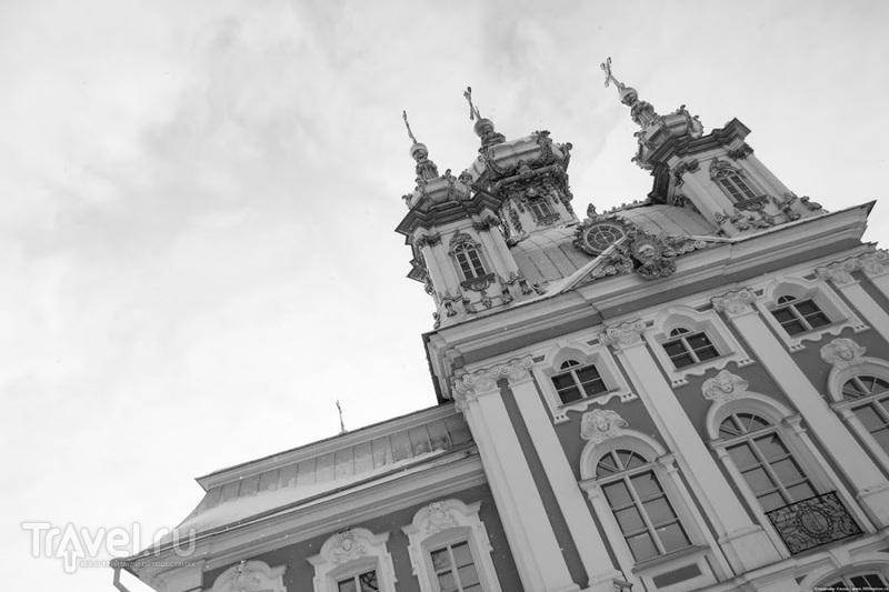 Дворцовая церковь святых апостолов Петра и Павла в Петергофе, Россия / Фото из России