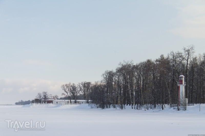 Маяк и Дворец Монплезир в Петергофе, Россия / Фото из России