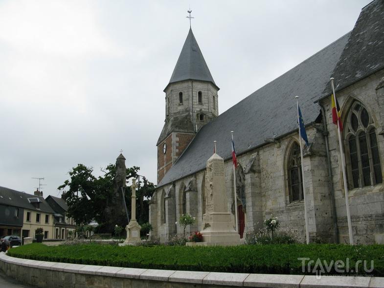 Дуб-часовня в Алувиль-Бельфос / Франция
