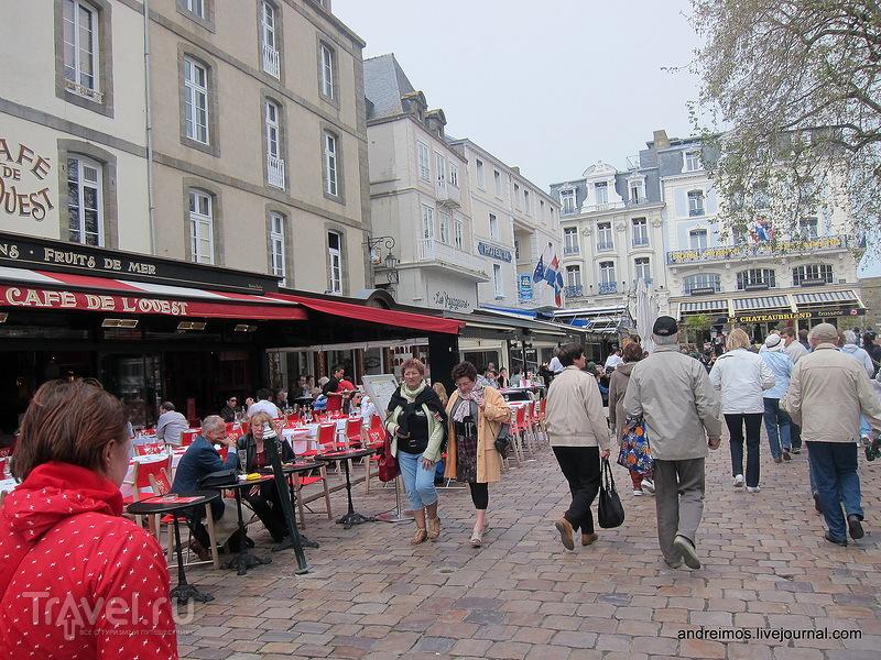 Площадь Шатобриан (Place Chateaubriand) / Франция