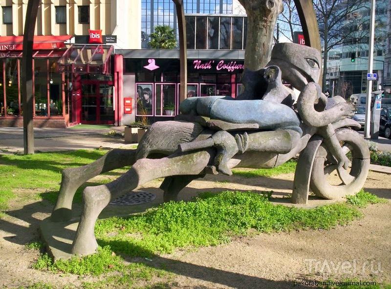 Лион. Странная скульптура / Франция