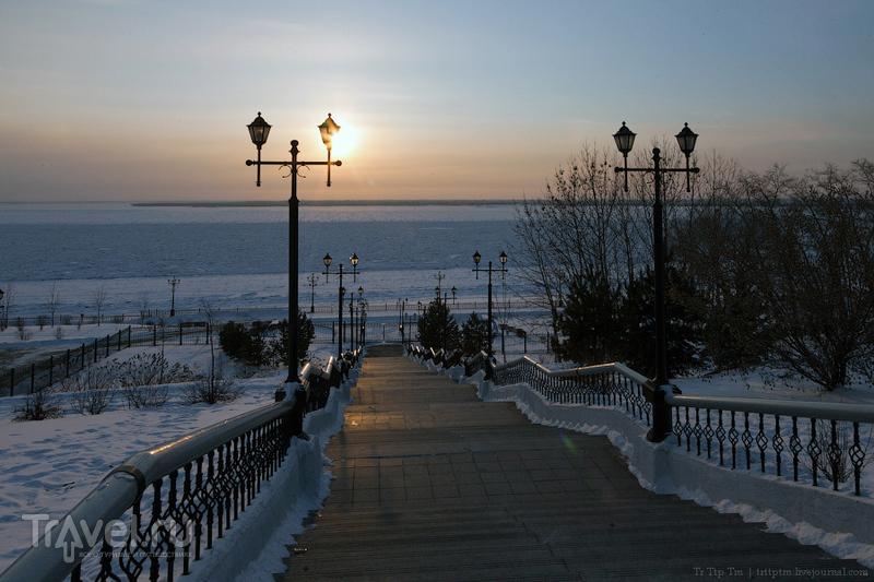 На берегу замёрзшего Амура / Россия