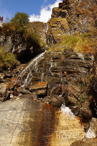 Склона Хинчули. Водопад  / Фото из Непала