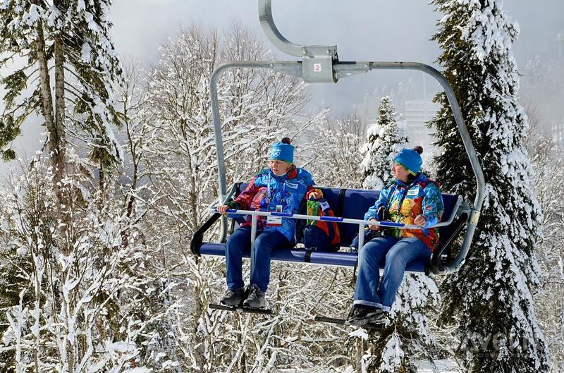 Волонтеры в карактерной форме, Сочи / Фото из России