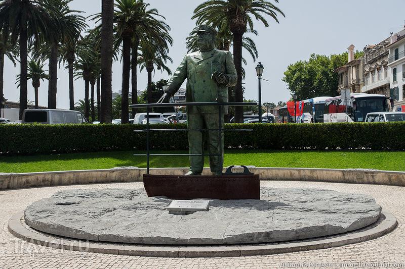 Кашкайша.Памятник основателю океанографической лаборатории в городе / Фото из Португалии