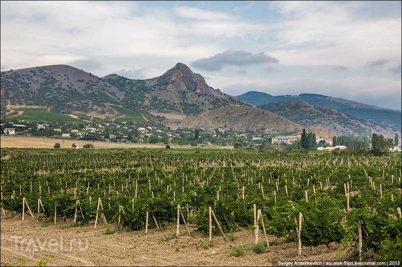 Айсавская Долина и гора Бака-Таш в Крыму / Фото с Украины