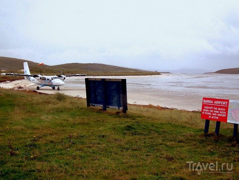 Экскурсии по пляжу Коклешелл разрешены: сотрудники аэропорта вывешивают специальный знак / Великобритания