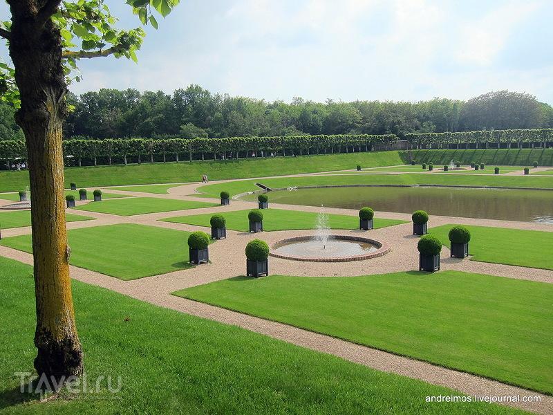 Фонтаны и газон / Фото из Франции