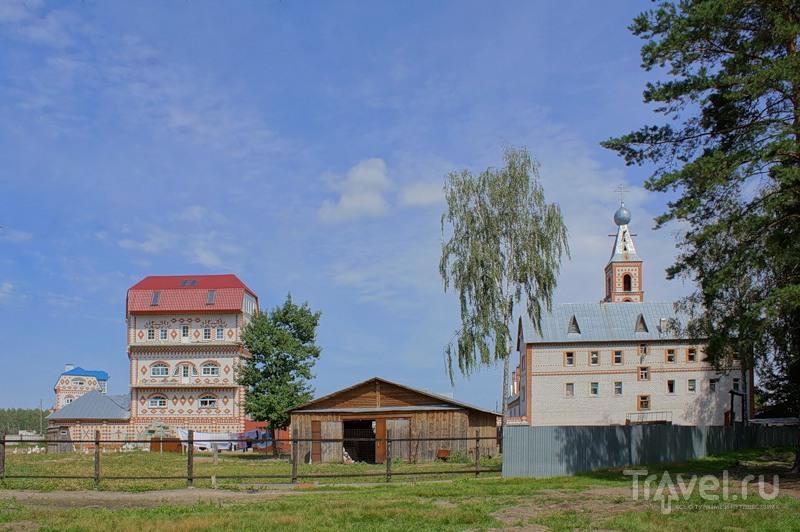 Троицкий монастырь в деревне Острово