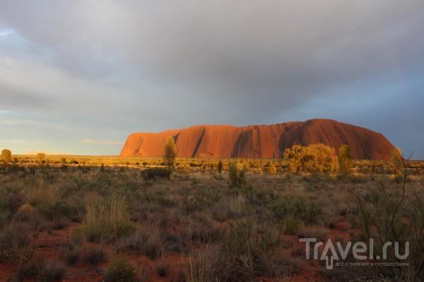 Пустыня, горы Uluru и Kata Tjuta / Австралия