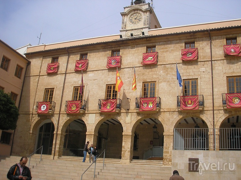 Праздник Las  Falles в Дении / Испания
