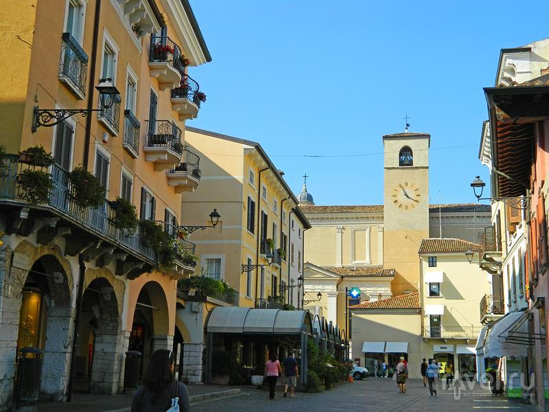 Дезенцано. Над городом и по улицам / Италия