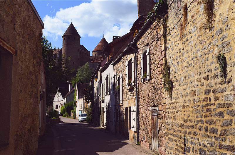 Средневековый Semur en Auxois / Фото из Франции
