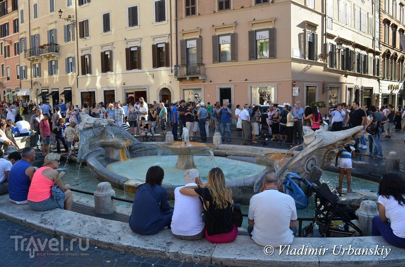 Как лодка оказалась в центре Рима / Италия