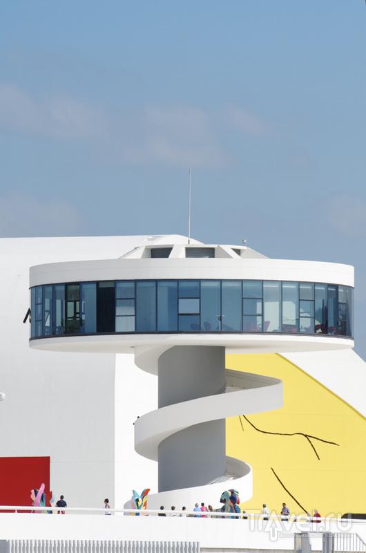 На последнем этаже смотровой башни располагается уютный ресторан, рассчитанный на 15 посетителей / Испания