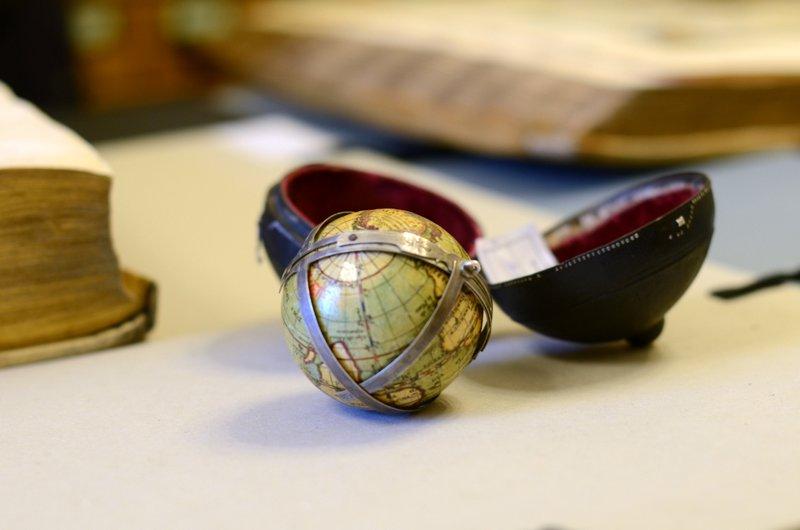Карманный глобус, сделанный в Париже в 1817 году. / Фото из Польши