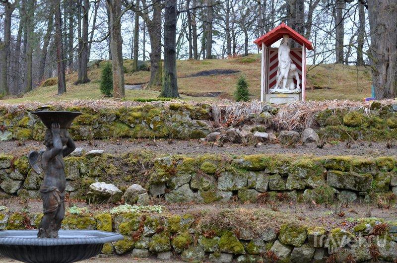 Сад перед дворцом украшают скульптуры и фонтаны. / Фото из Польши