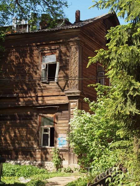 Где на окнах герань. Деревянный Нижний / Россия