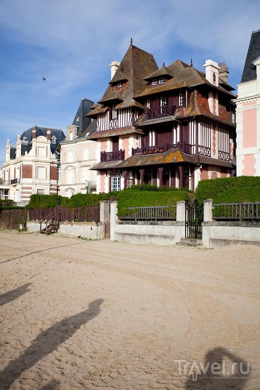 Пляж Довиля как отдельная достопримечательность / Франция