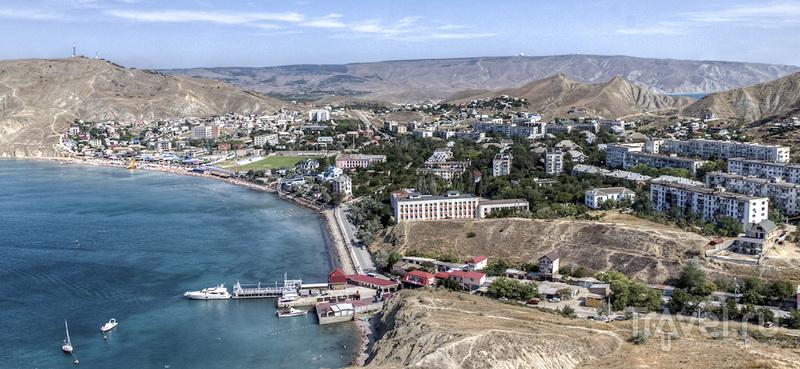 Горы и пляжи бухты Провато / Россия