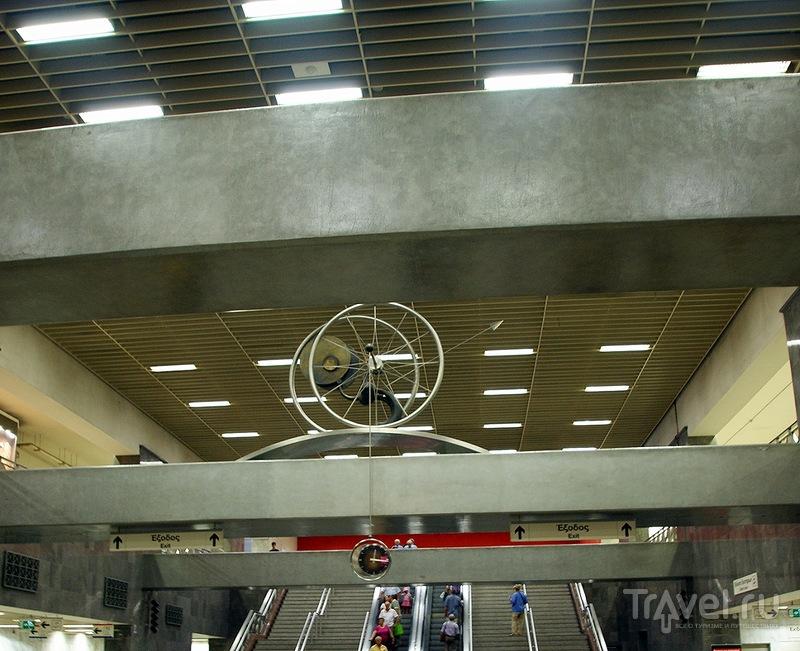 Христианское захоронение в интерьере метро Синтагма / Греция