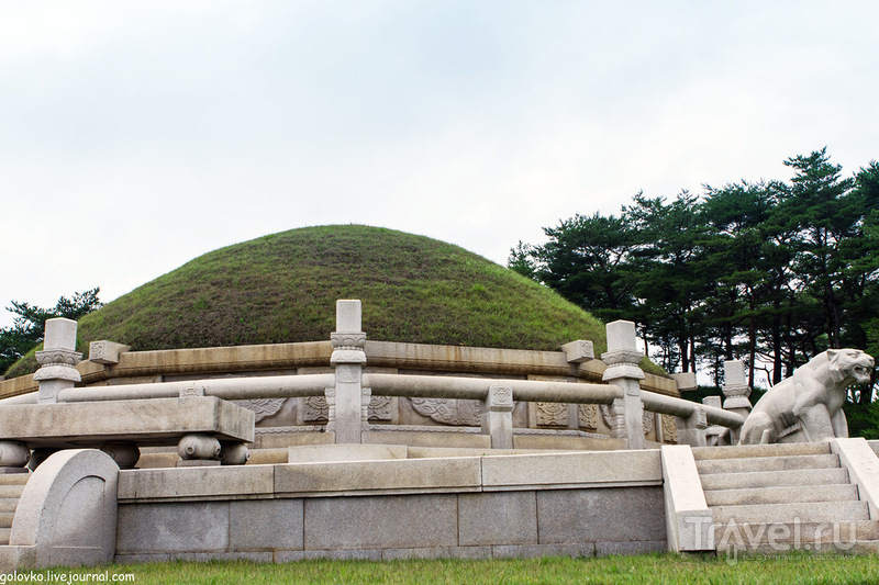 Усыпальница Ван Гона, граница двух Корей и парк аттракционов в Пхеньяне / Корея - КНДР