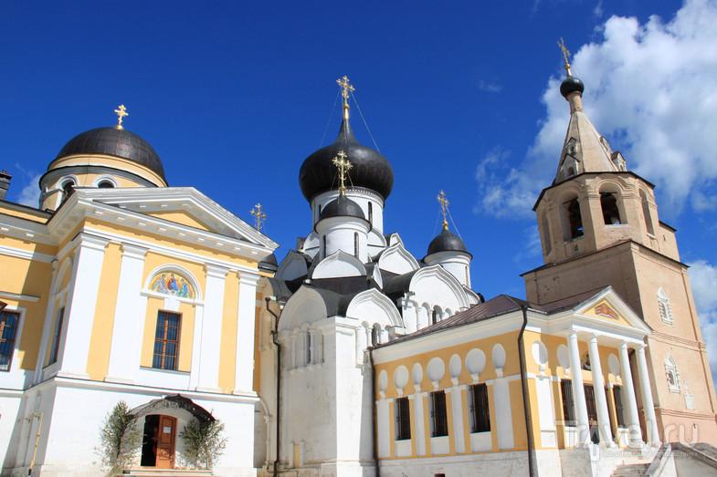 Свято-Успенский монастырь в городе Старица / Россия