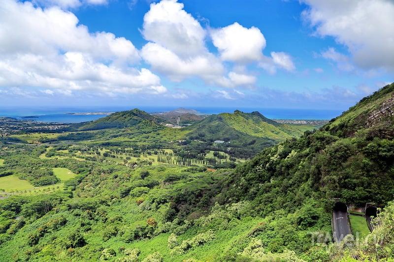 Гавайи, Оаху: Kualoa Beach Park и панорама восточного побережья Nuuanu Pali Lookout / США