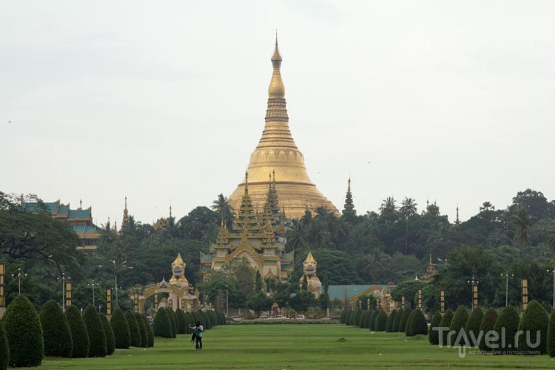 Стометровая золотая пагода Шведагон с бесплатным вайфаем / Фото из Мьянмы