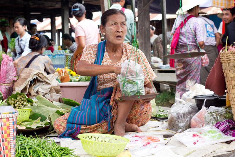 Портреты посетителей рынка на озере Инле / Мьянма