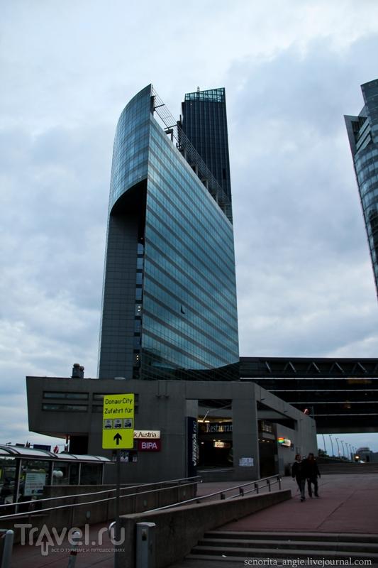 Путь к Дунайской башне через Город ООН в Вене / Австрия