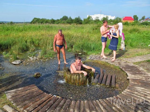 Купание в россолоподъемной скважине / Россия