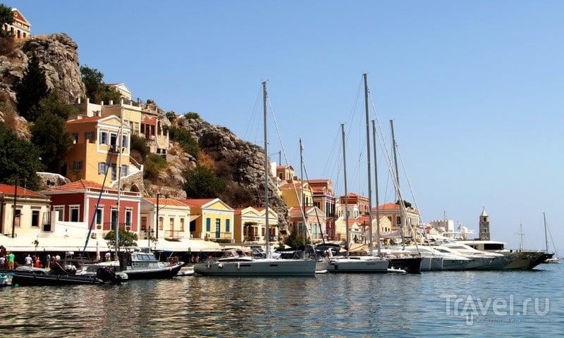 Ано Сими - разноцветный город на воде / Фото из Греции