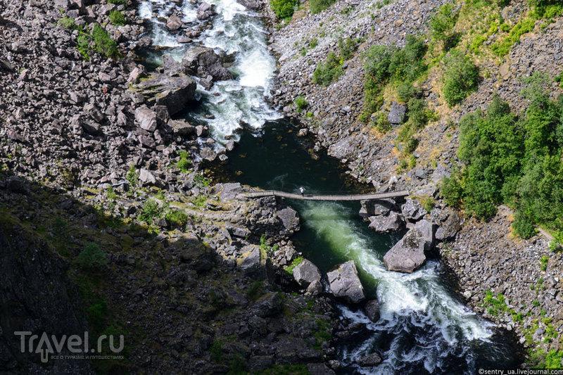 Водопад Voringsfossen и мост Hardangerbrua / Фото из Норвегии