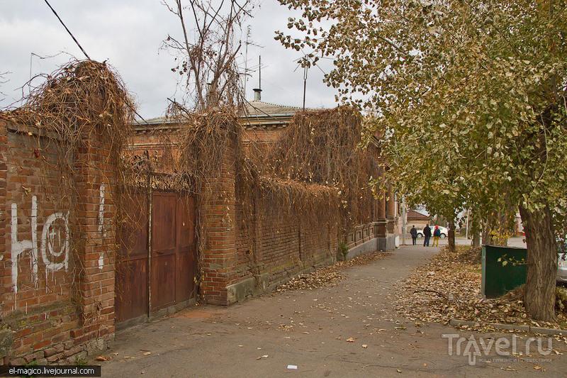 Таганрог - столица отчаянных рекламистов и старинных деревянных дверей / Россия