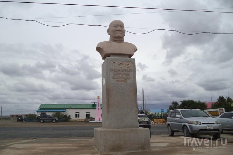 Монументальное зодчество гобийских поселков / Монголия