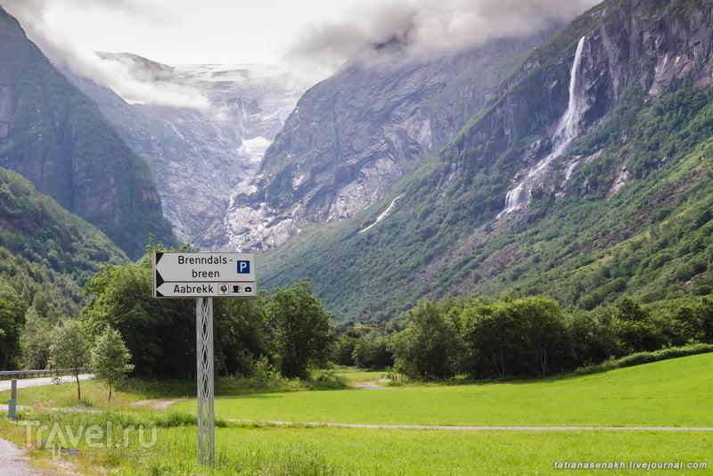 У подножия ледника Бриксдаль / Фото из Норвегии