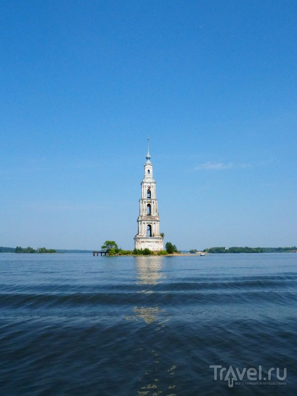 Затопленная колокольня в Калязине / Россия