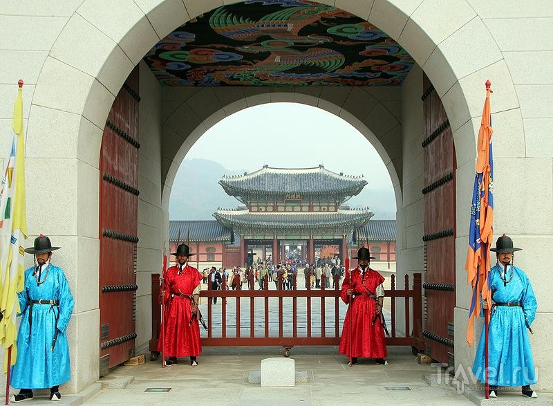 Площадь Кванхвамун, дворец Кёнбоккун, ручей Чхонгечхон / Фото из Южной Кореи