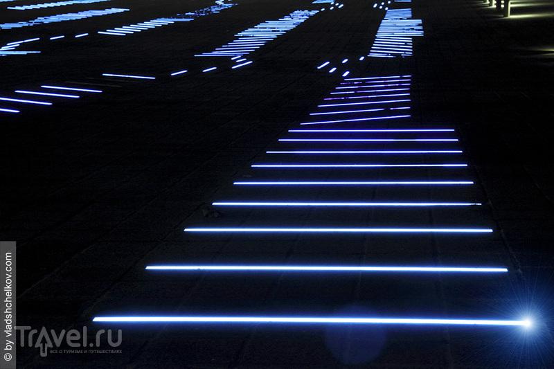 Torre Agbar Light Traces / Испания